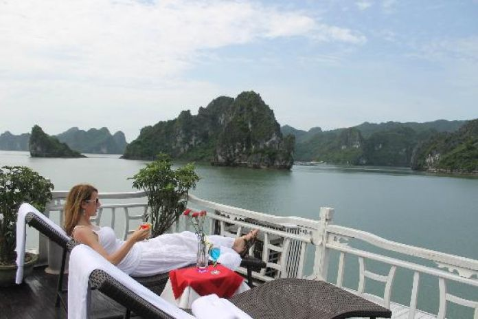 HANOI – HALONG BAY – OVERNIGHT ON CRUISE ( L – D )
